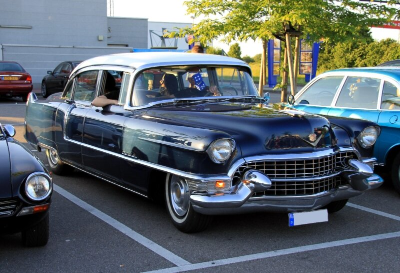 Cadillac series Sixty two 4door sedan de 1955 (Rencard du Burger King juin 2010) 01