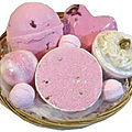 Corbeille de bain rose effervescente