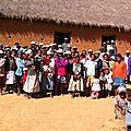 Amboanjobe, mai 2014 - Les parents du hameau sont tous mobilisés pour nous accueillir