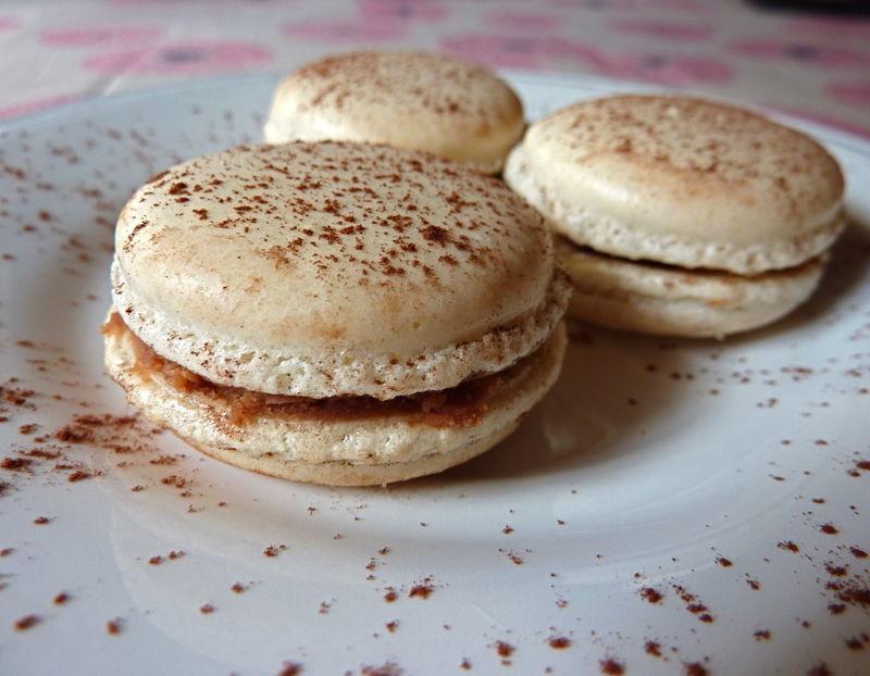 Macarons caramel, fleur de sel et chocolat au lait