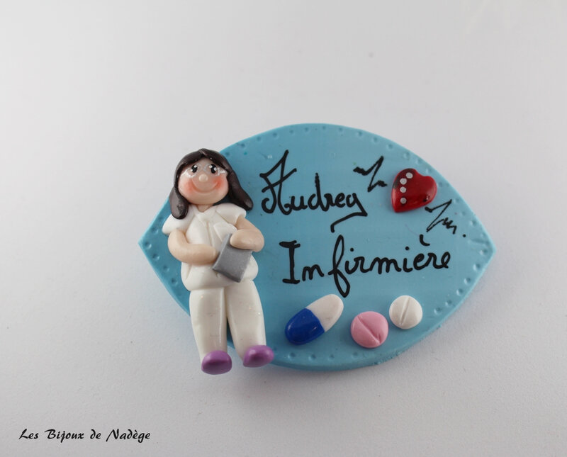 badge infirmière personnage 2