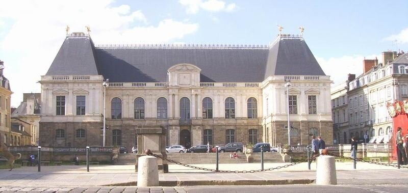 800px-Rennes_Parlement_%28fa%C3%A7ade%29_2005
