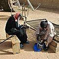Le chef du village de Gawdé Bofé vient chercher une paire de lunettes