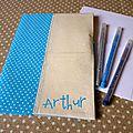 la pochette de coloriage crayons bleue à (3) copie