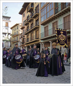 Catalayud_procession_soutanes_mauves_enfant_280310_015