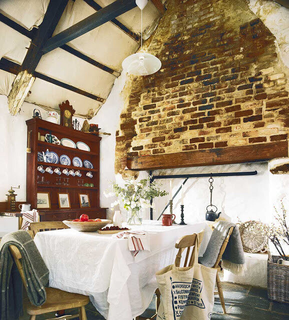 Graham thatched cottage bench and soft furnishings (2)
