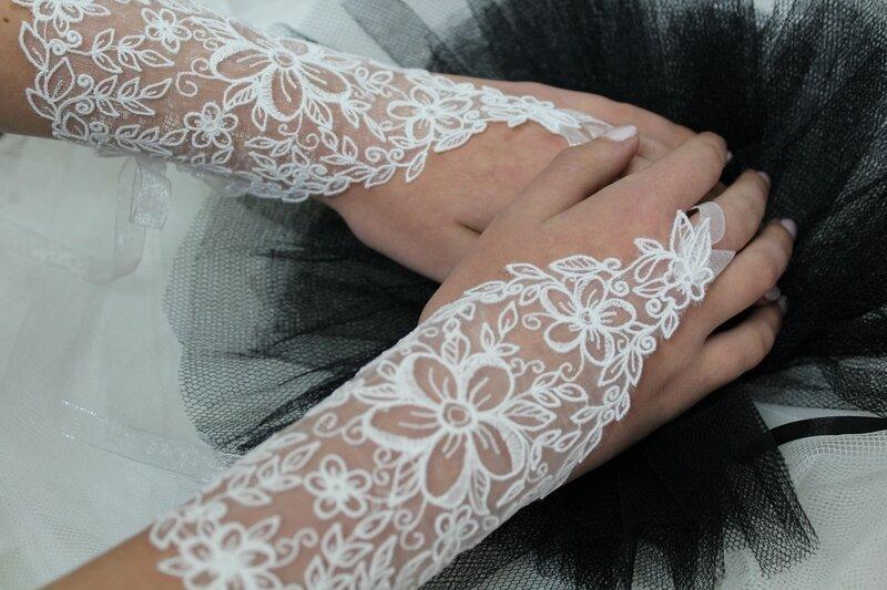GANTS MITAINES DE MARIAGE BRODERIE SUR ORGANZA COULEUR PERSONNALISABLE PAR AMD A COUDRE (1)