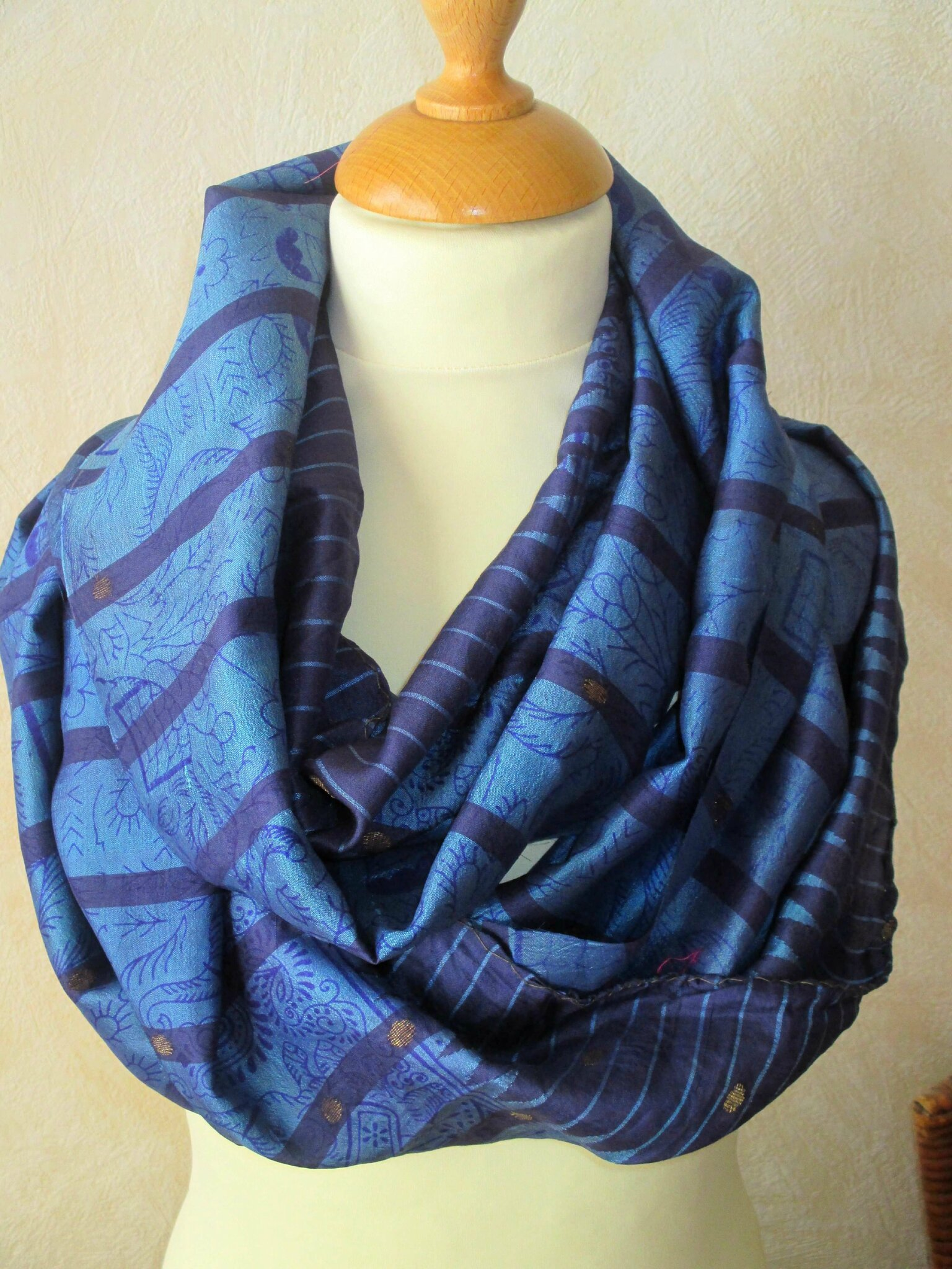 6d3c65120 Foulard ethnique de forme col ou snood en tissu indien bleu - Néné ...