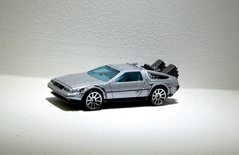 DMC Deloren back to the futur time machine (Hotwheels)