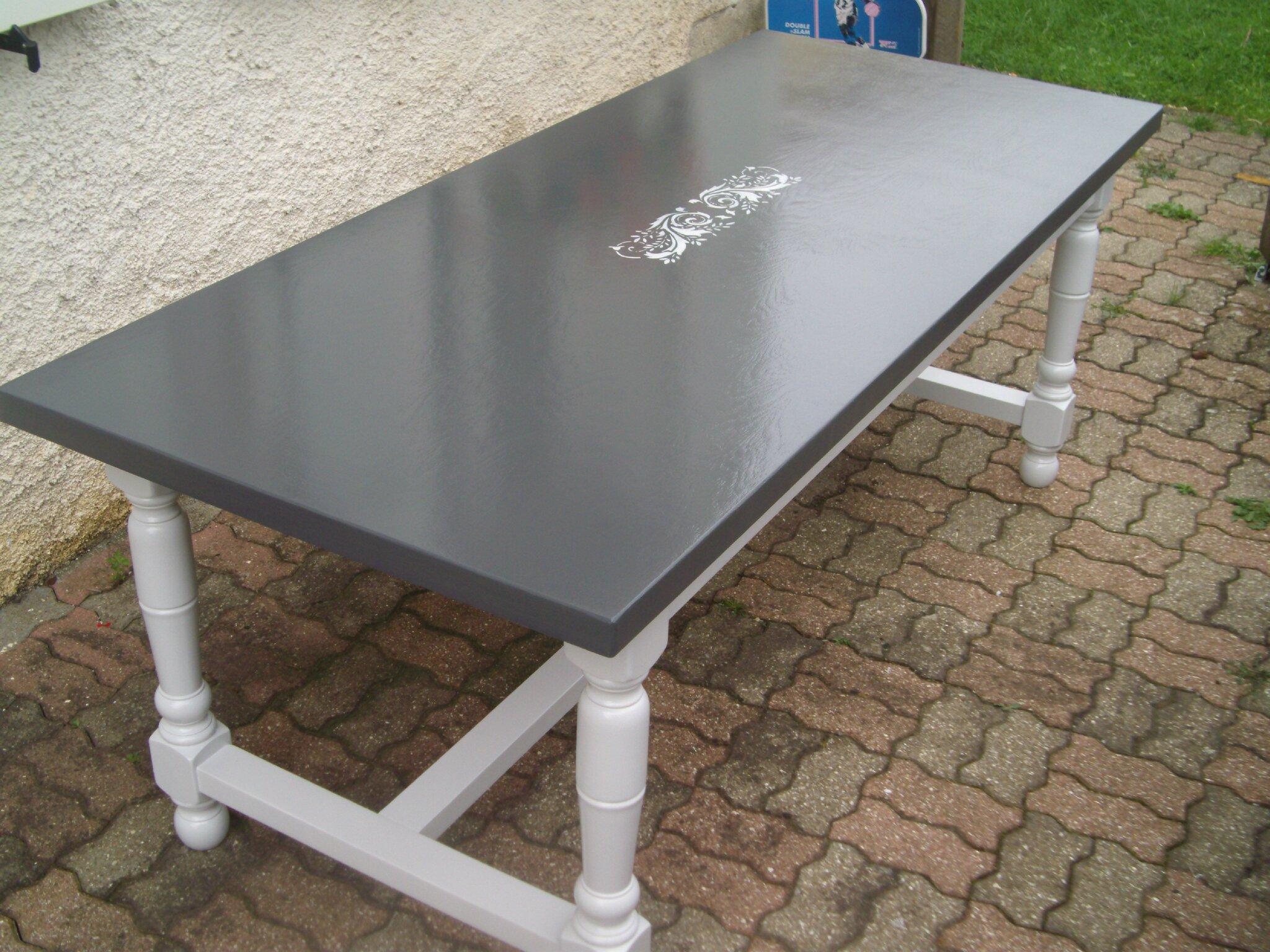 Table de cuisine la d co de g g - Comment peindre une cuisine en bois ...