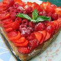 Le gâteau au coco et fruits rouges