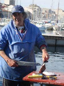 Marseille_MarchePoissons_poissonnier