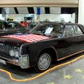 Lincoln continental 4door hardtop sedan de 1962 (RegioMotoClassica 2010) 01