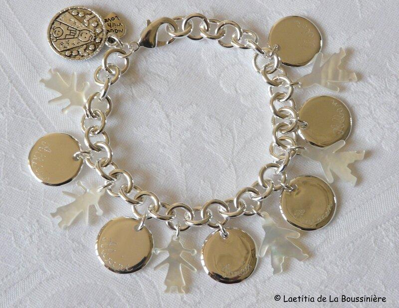 Bracelet sur chaîne plaqué argent ronde médailles en argent massif gravées et personnages en nacre