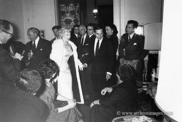 1955-01-07-NY-Cocktail_Party-011-1-MHG-MMO-CP-02