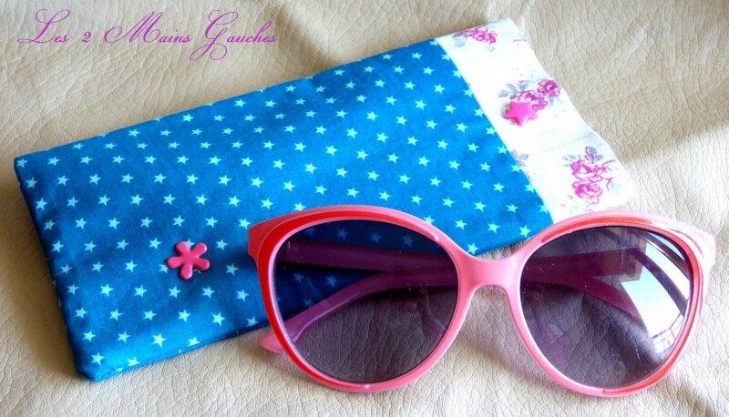 étui à lunettes turquoise étoilé et petites fleurs roses