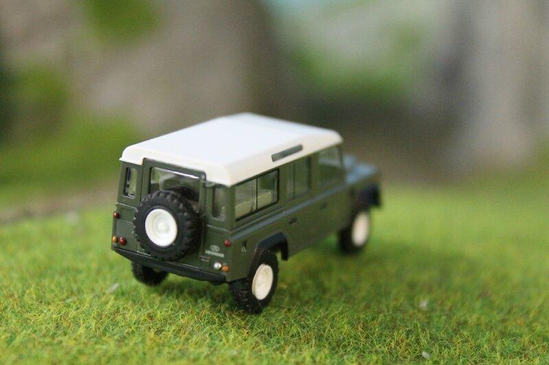 #50301-Land Rover Defender 110 (5)