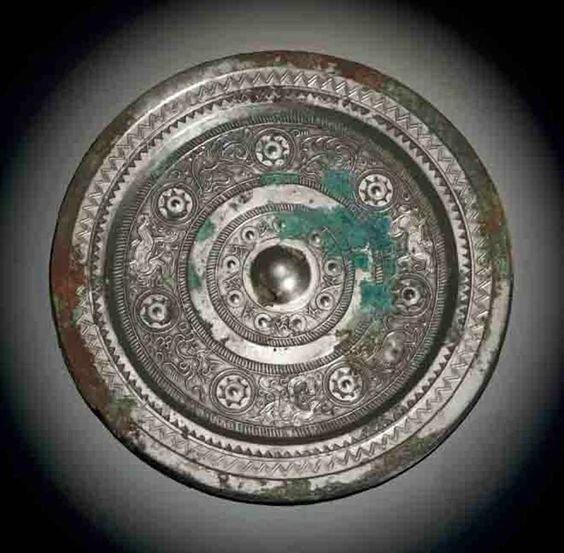 A silvery bronze mirror, Eastern Han dynasty (25-220)