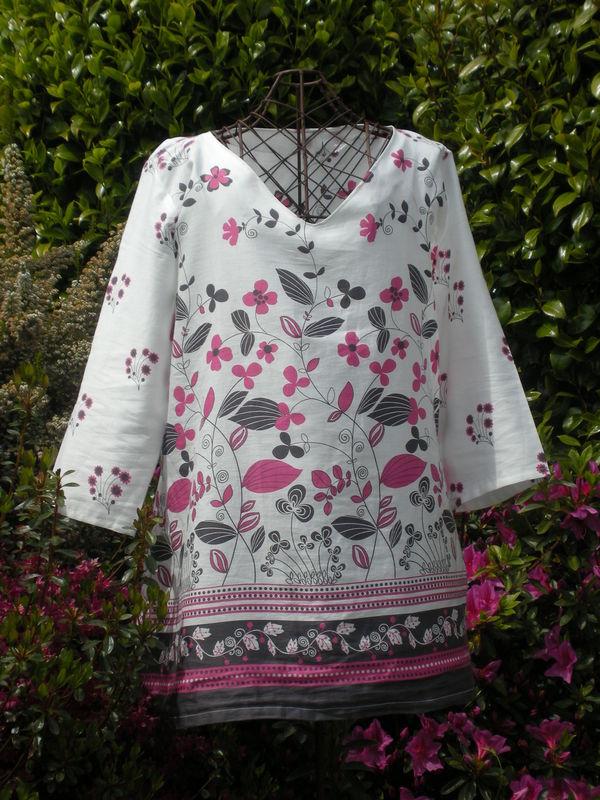 Tunique , tissu léger fleuri