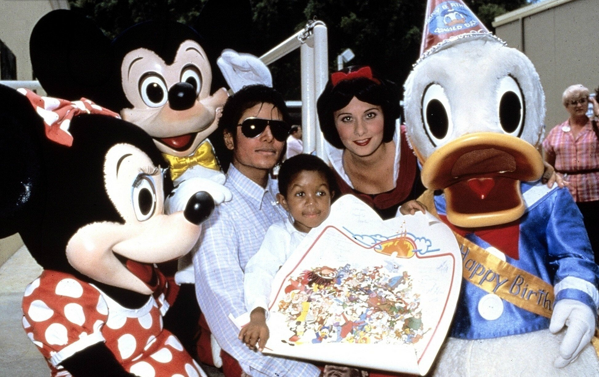 October-1984-Michael-Jackson-and-Emanuel-Lewis-at-Disney-World-michael-jackson-7429338-1946-1224