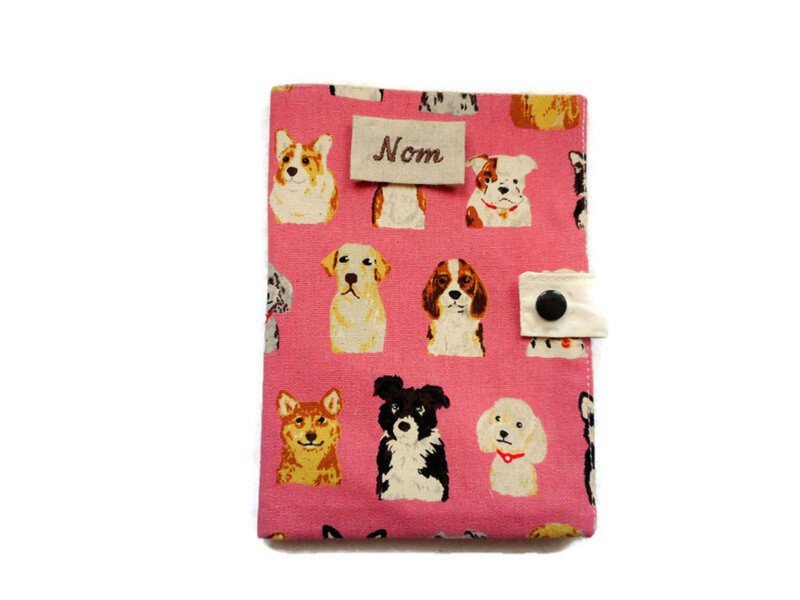 Protge carnet chiens rose face