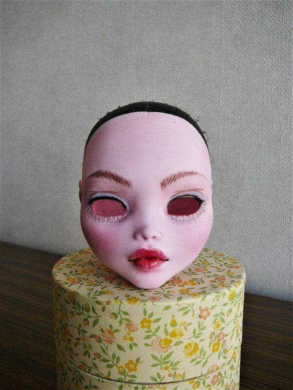 03 Draculaura maquillée, sans yeux