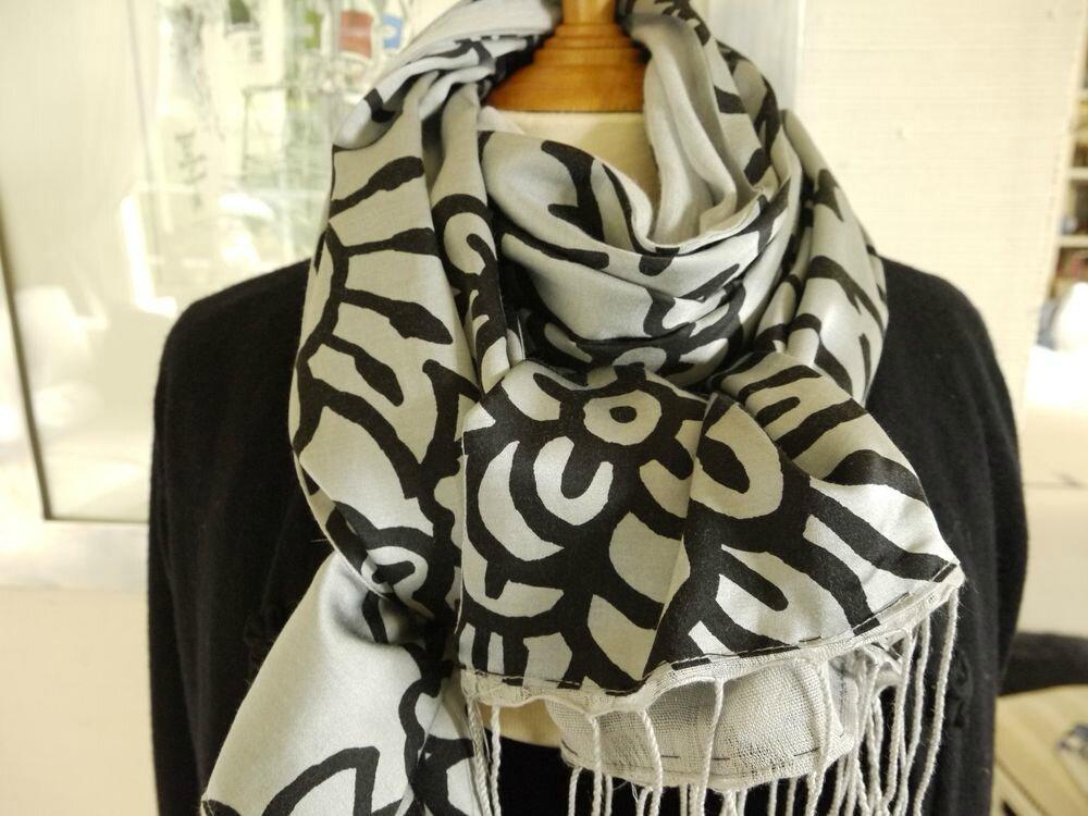 Foulard, écharpe, châle double face soie et coton gris métalisé et noir 8aa40dd7cfd