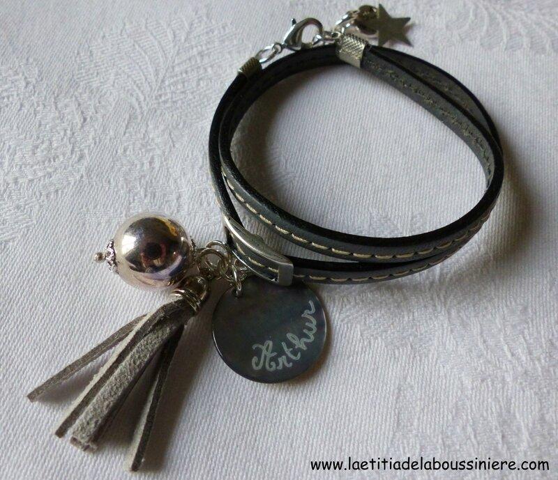 Bracelet Pompon personnalisé (sur cuir gris) - 28 €