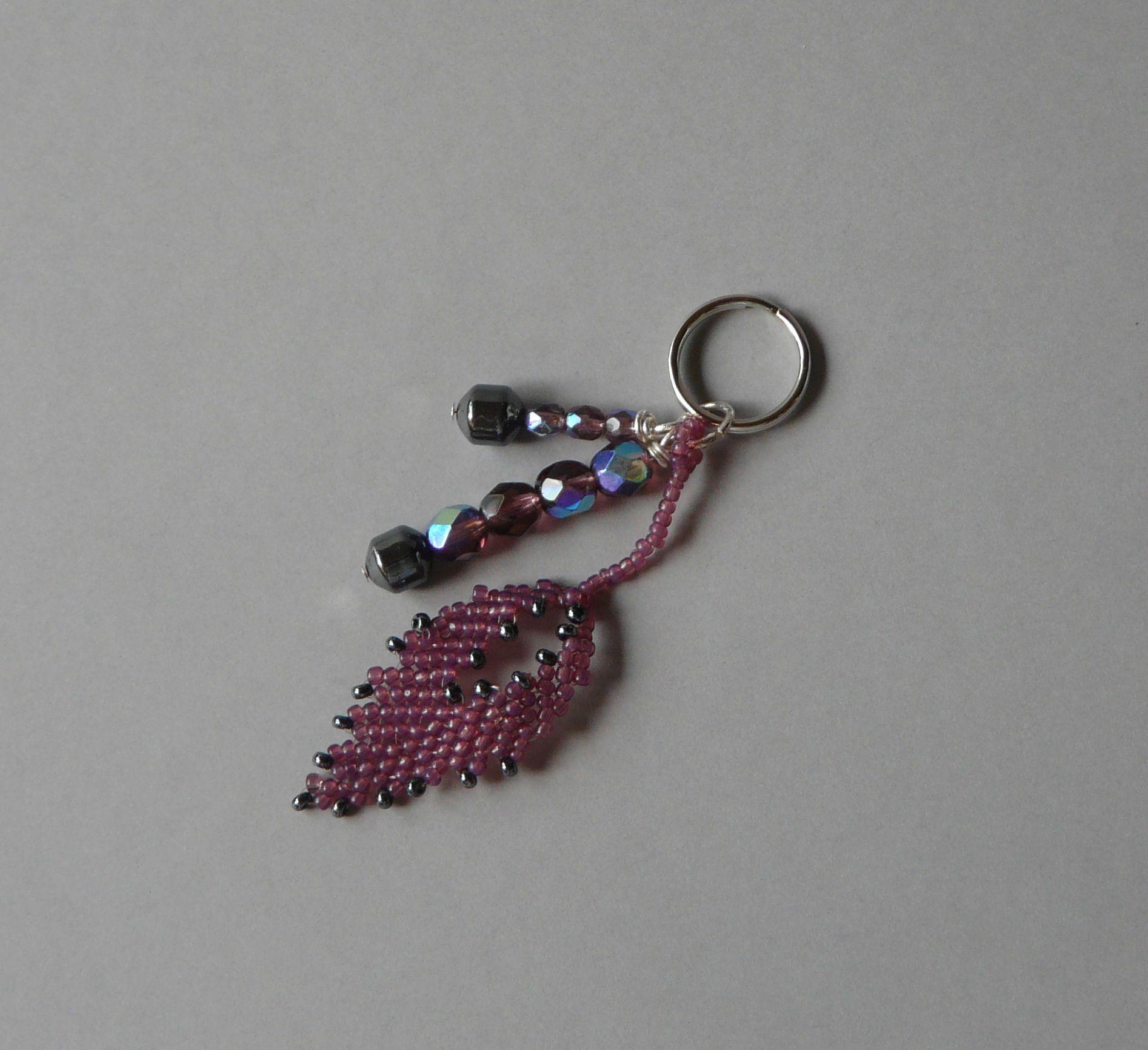 Bijou de sac feuille rose