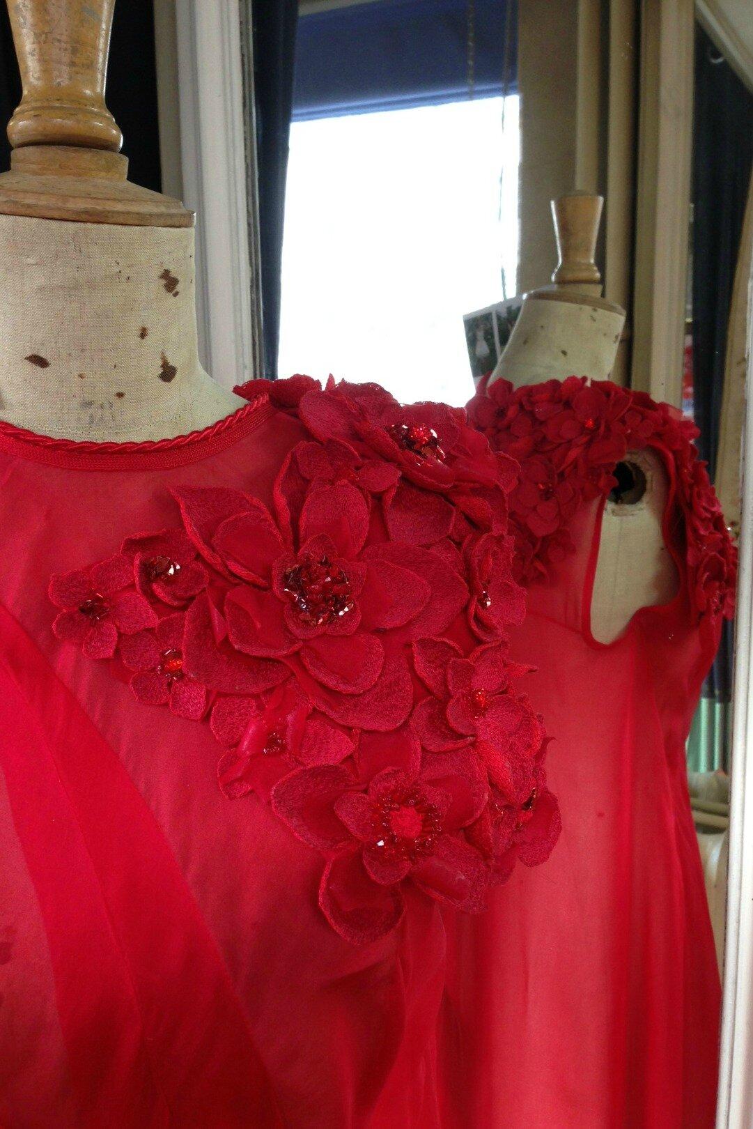 Fleurs en piqué libre- fil de soie