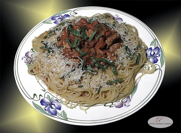 VEAU_JAMBON_Soubressade_lardons_legumes_sauce_tomate_sauge_et_Spaghettis