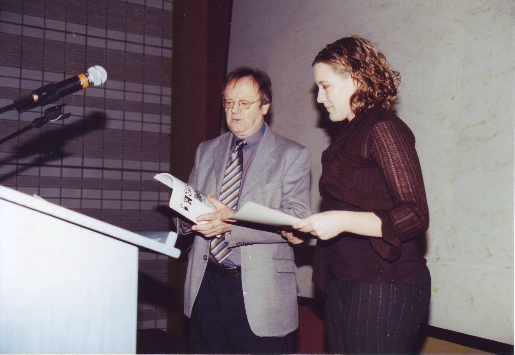 Pierre Brasme remet le prix René Paquet à Anaïs Berg