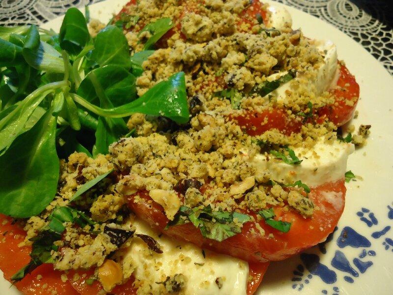 tomate mozza avec son crumble noisette, thym, olive 2