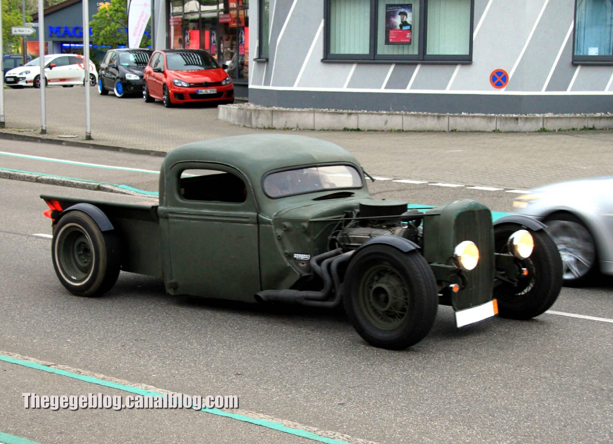 ford rod (Rencard Burger King avril 2014) 01