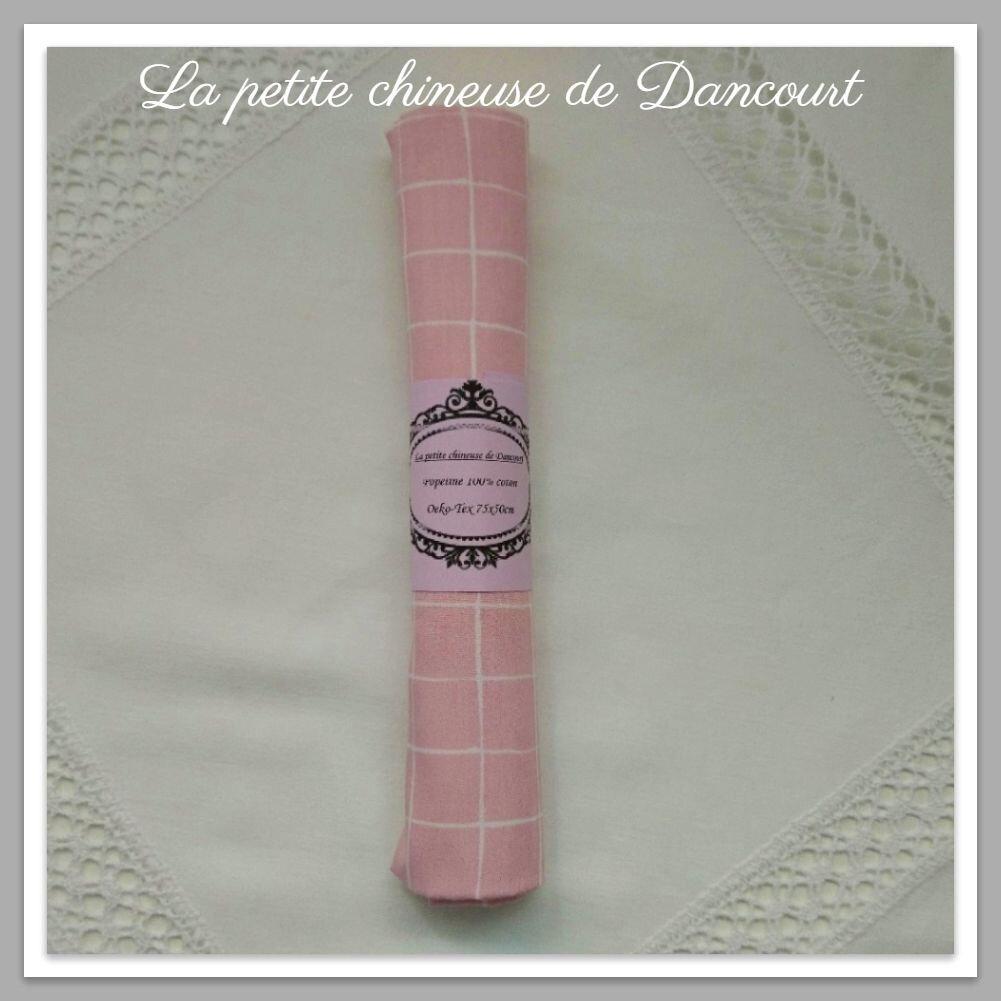 Coupon de popeline à carreaux roses la petite chineuse de Dancourt