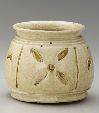 Wide-mouthed jar with inlaid decoration. Vietnam, Red River Delt