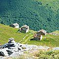 P1000633A Vue sur des petites maisons de pierres