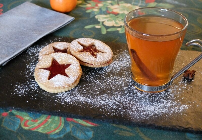 Sablé linzer et hot apple cider