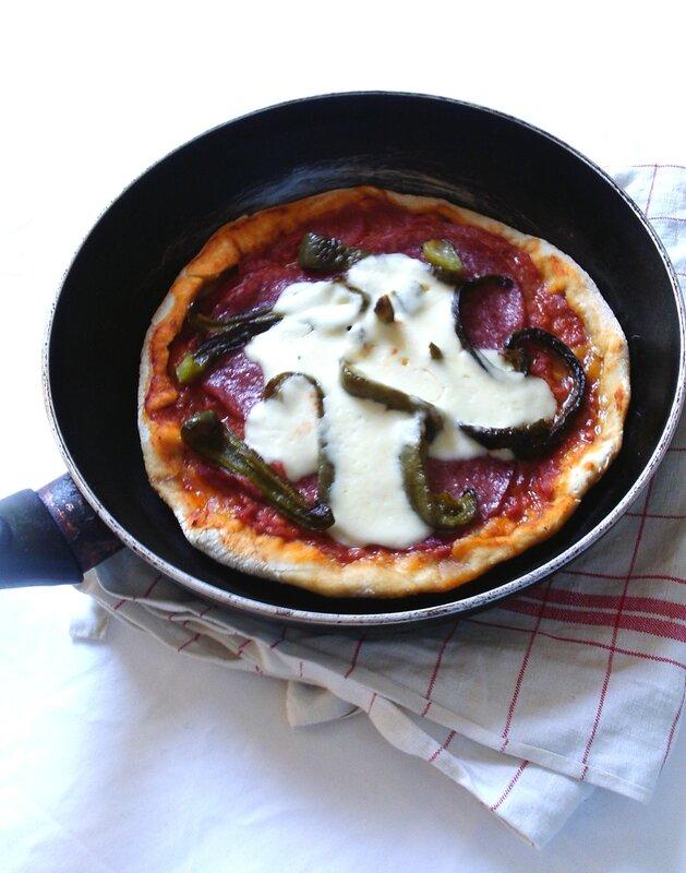Pizza au salami au poivron à la poèle2