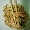 Nouilles chinoises sautées au crevettes et poulet