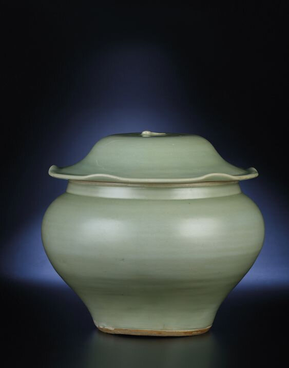A large Longquan celadon jar and cover, Late Yuan-Early Ming dynasty, 14th-15th century