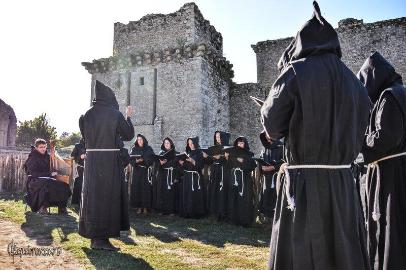 Moines Donjon château de Tiffauges