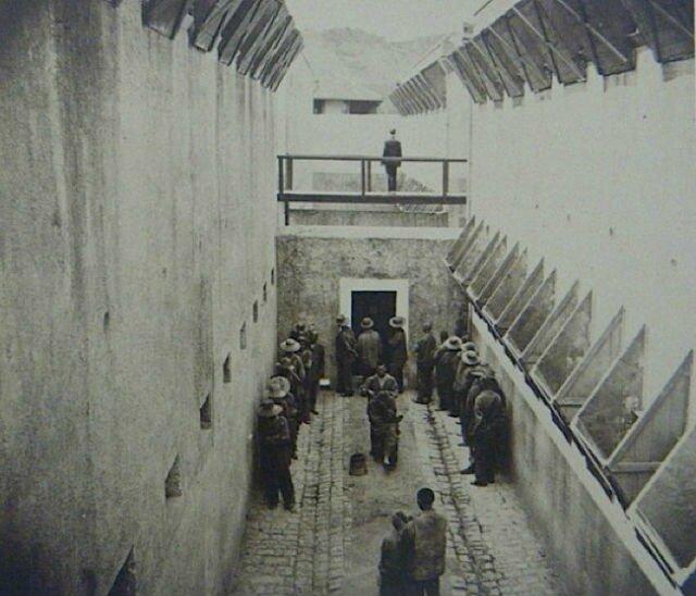 cour du pénitencier_séance de coiffure vers 1880