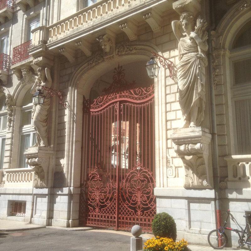 Belles façades de Cauterets (ancien Hôtel Continental)