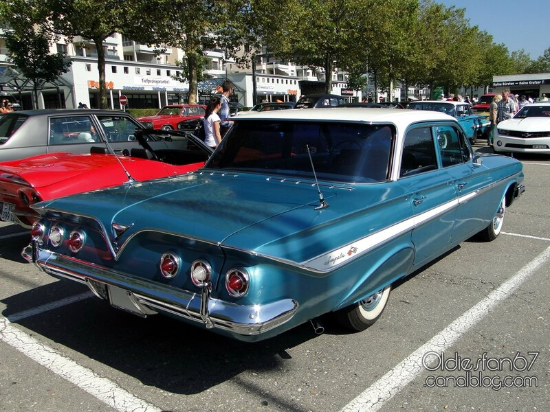 chevrolet-impala-sedan-1961-02