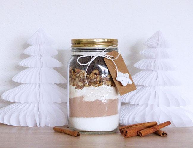 Brownies aux noix de pécan dans un bocal