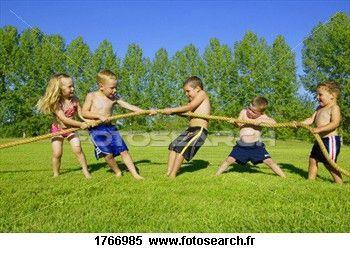groupe-enfants-jeu_~1766985