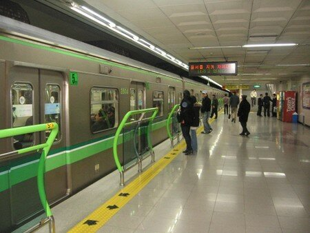 Busan_underground_impeccably_clean_