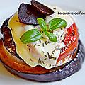 Petite tour de tomate, aubergine et oignon, végétarien