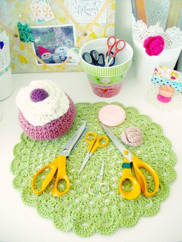 cupcakes-crochet-ciseaux-fiskars-atelier-créatif-couture-coin-napperon-blogueuse-crochet-blue